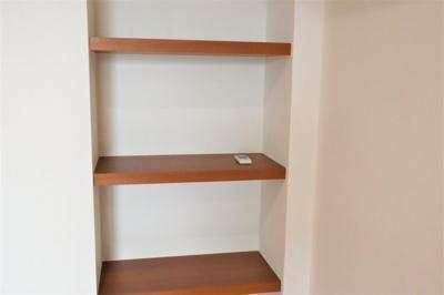 洋室 約7.0帖には棚が有ります♪