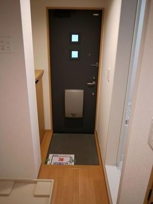 【玄関】ウッドベル三軒茶屋 礼金0 バストイレ別 南向き 駐輪場
