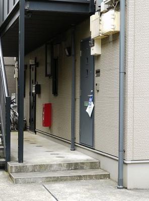 【エントランス】ウッドベル三軒茶屋 礼金0 バストイレ別 南向き 駐輪場