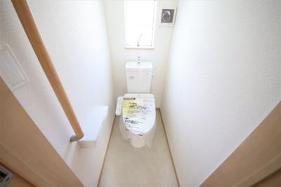 2号棟 窓付きの明るいトイレ