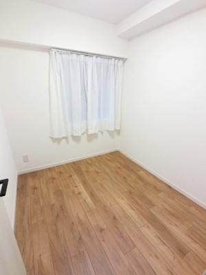 3.4帖の洋室です。 子供部屋やワークスペースとしても活用できます。
