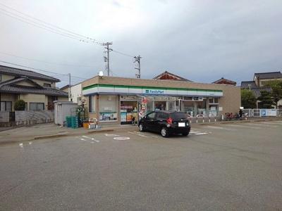 ファミリーマート 富山岩瀬浜店まで650m