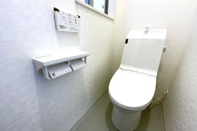 トイレがそれぞれの階にあり忙しい朝の時間にトイレ待ちの心配はいりません。どちらかが故障してしまっても安心ですね。