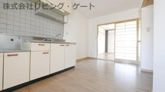 1人暮らしには十分なキッチンのスペースです!自炊しやすいですね。
