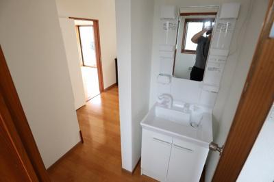 洗面台交換!廊下にございます。