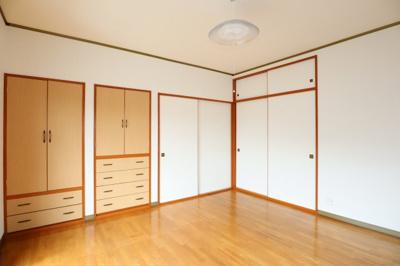 2階洋室は収納が多くて便利です!
