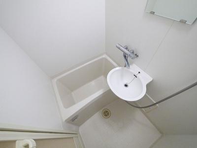2ドア冷蔵庫・電子レンジ付きです