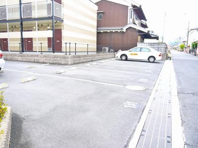 テーブル・椅子付きです
