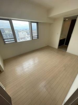 洋室部分にも窓や大きな収納もございます、角部屋の特権です。