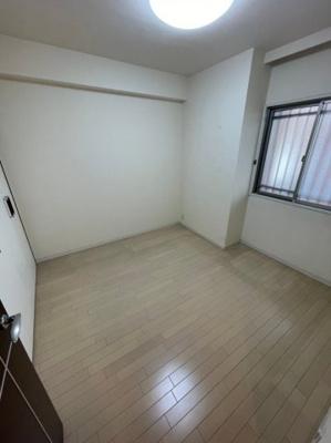 共用部分側に面しているお部屋も、角部屋になりますので窓の前を人が通る事もございません。