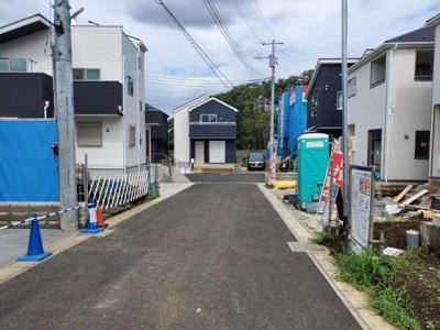 【前面道路含む現地写真】大野町3丁目2棟 新築戸建(残り1棟)