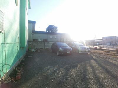 敷地内駐車場空きあります。