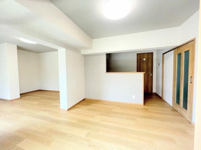 6月に全面リフォーム完成しました☆彡 3SLDKの角部屋で、L字型に広がるバルコニーは全てのお部屋に面しているので通風・採光ばっちりです