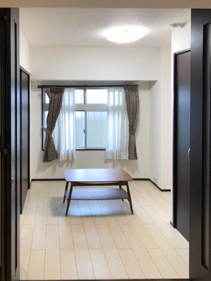 洋室約4帖。プライベートルームとしてご利用下さい。