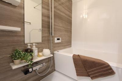 ユニットバスはPanasonic。浴室換気乾燥暖房機、ワンプッシ排水栓でお手入れも楽々です。