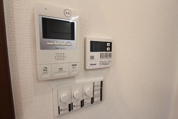 TVモニター付きインターホン、給湯器、照明は調光可能です!