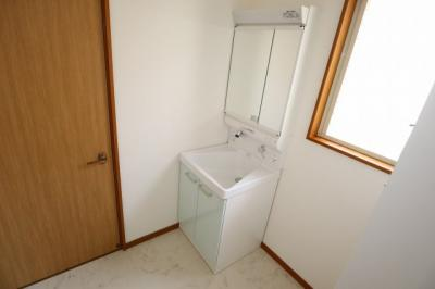 洗面所もリフォーム済で綺麗です!