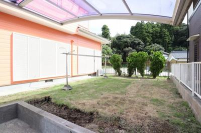 家庭菜園やバーベキューができるお庭もついております!