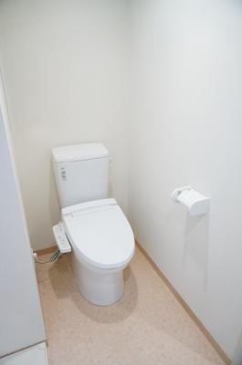 「温水洗浄便座つきトイレ」