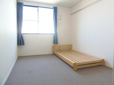 2階東側寝室です