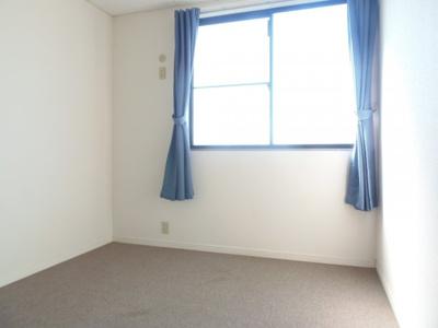 2階西側寝室です