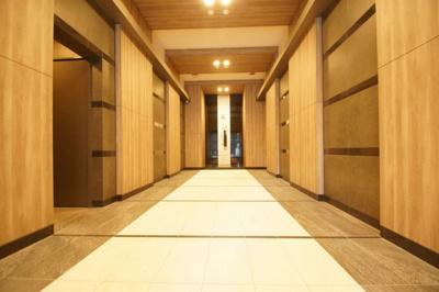 内廊下のマンションになります。