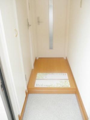 玄関収納も充実しており靴が増えても安心です