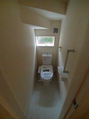 1・2階とも温水洗浄機能付きトイレです。