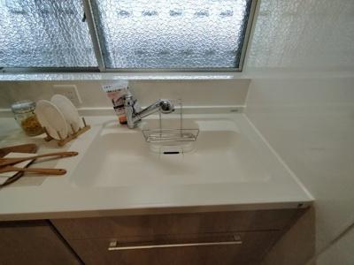 シンクも人気の白で可愛く清潔感がありますね♪