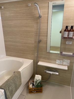 浴室は、リフォーム済でカビの心配なくピカピカです。 浴室乾燥が完備で梅雨や花粉の時期の洗濯も安心です。