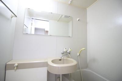 鏡付き洗面台