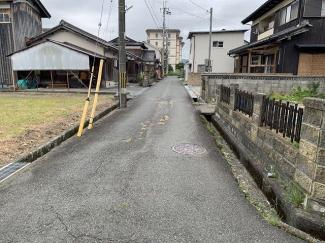 【前面道路含む現地写真】弘川58坪土地