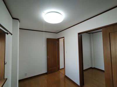 3階洋室(5.0帖):隣接する洋室(5.0帖)とは間仕切りで繋がる間取となっております。お子様の成長に合わせて区切って使う事も出来ますね♪