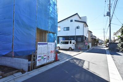 【前面道路含む現地写真】鴻巣市人形2丁目 新築一戸建て全1棟