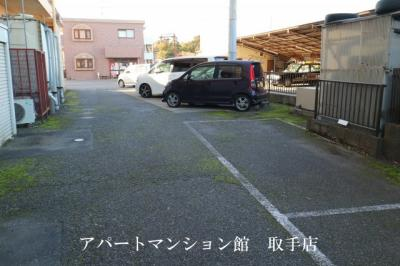 【駐車場】ル・マ・デュ・キャルム