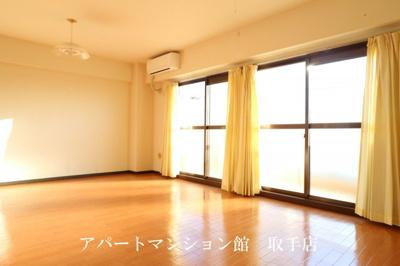 【居間・リビング】ル・マ・デュ・キャルム