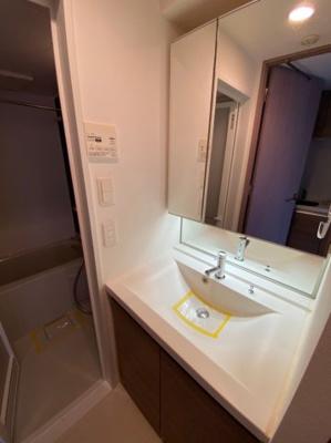 メイクスデザイン三宿の独立洗面台