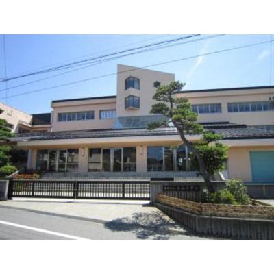 小学校「須坂市立小山小学校まで644m」