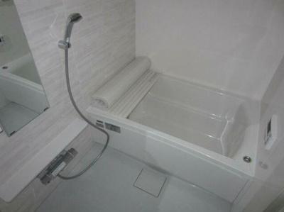 清潔感のあるバスルームです。
