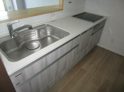 広々使えるIHコンロのキッチンです。