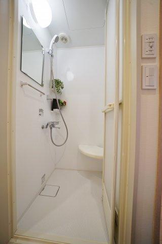2階にはシャワールームがございます