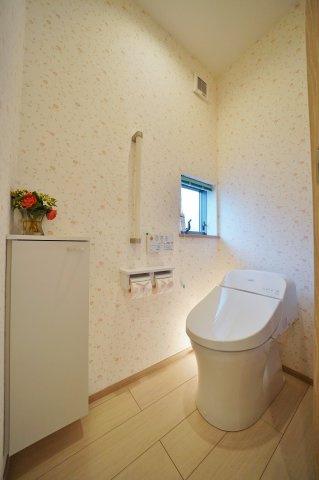 2階のトイレはタンクレスタイプ
