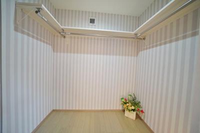 広々としたWICでお部屋の空間を有効に使えます
