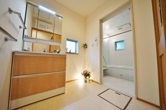 雨の季節にも便利な浴室換気乾燥機付き
