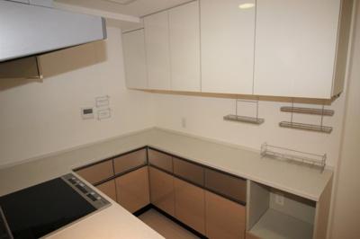 収納力のあるシステムキッチンです。食洗器新規交換済。