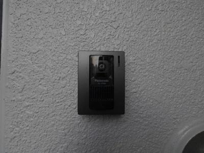 お部屋からは、モニター付きインターホンで確認できます。