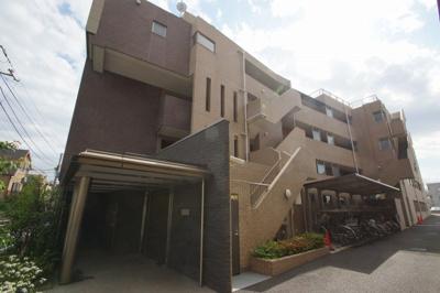京浜空港線「穴守稲荷」駅より徒歩4分の駅近マンションです。