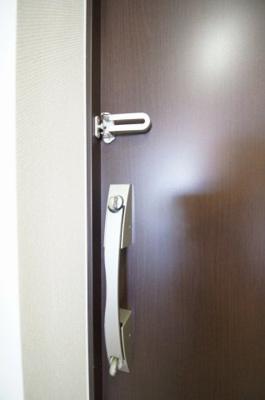玄関扉はWロック