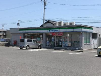 ファミリーマート鈴鹿中江島町店まで687m