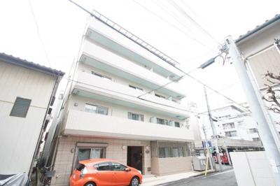 東急東横線「武蔵小杉駅」徒歩13分の築浅マンションです。